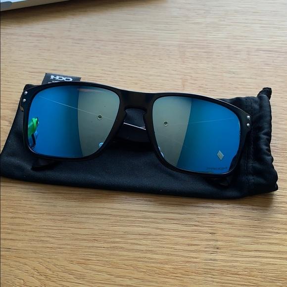 Other - Oakley Holbrook sunglasses 😎